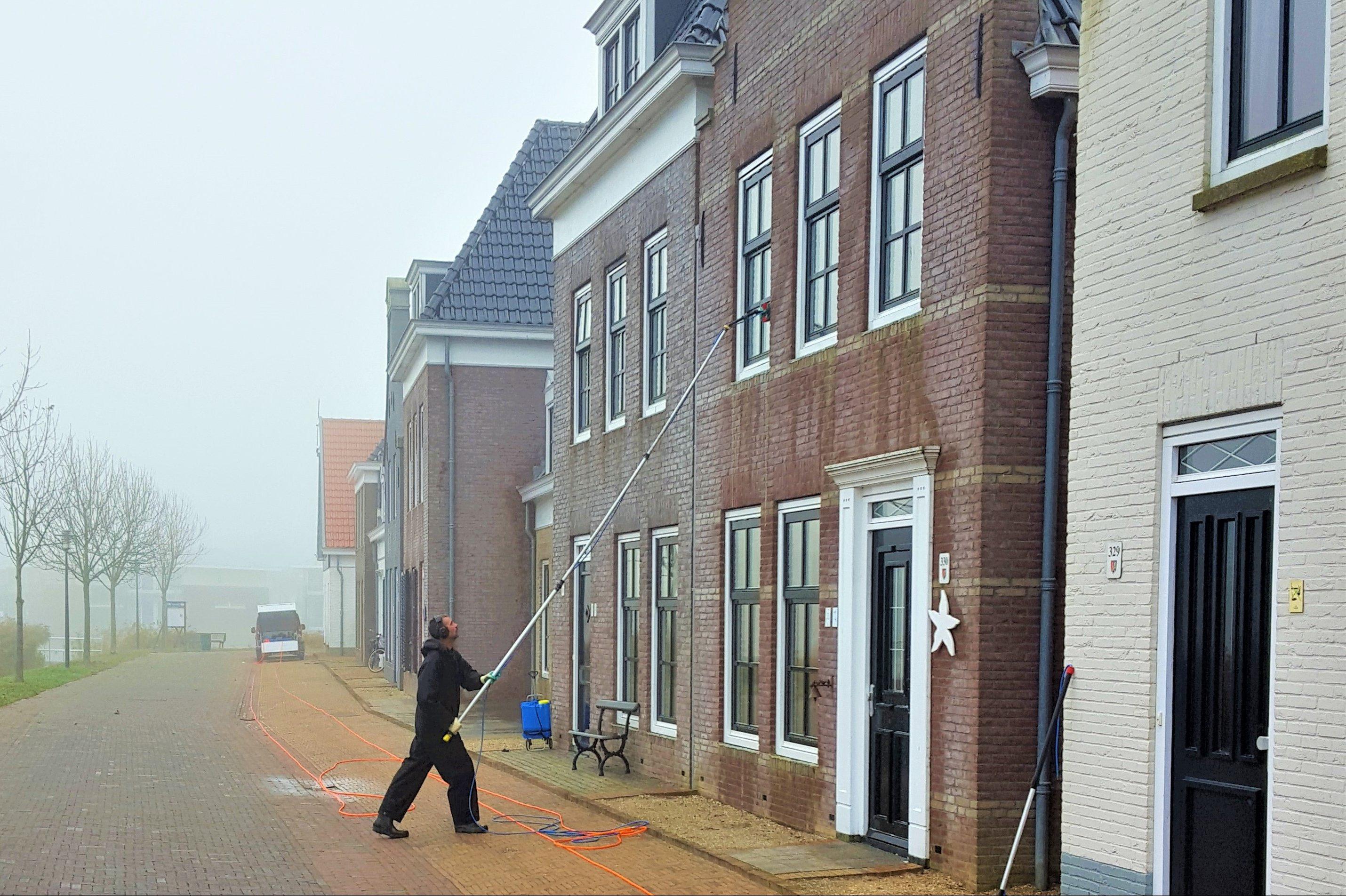 Glasbewassing-reiniging-reinigingswerkzaamheden-schoonmaak